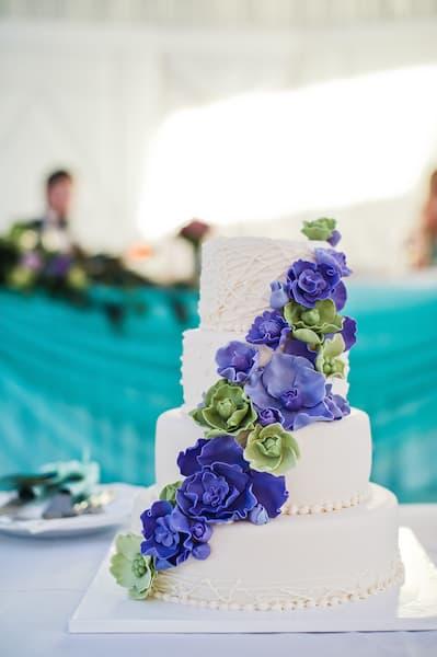 torty weselne kwiaty niebieskie