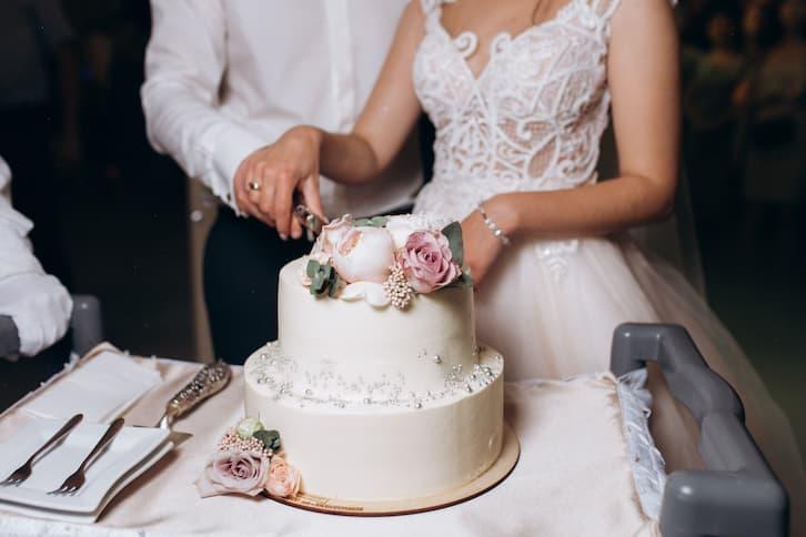 torty weselne klasyczny piwonie