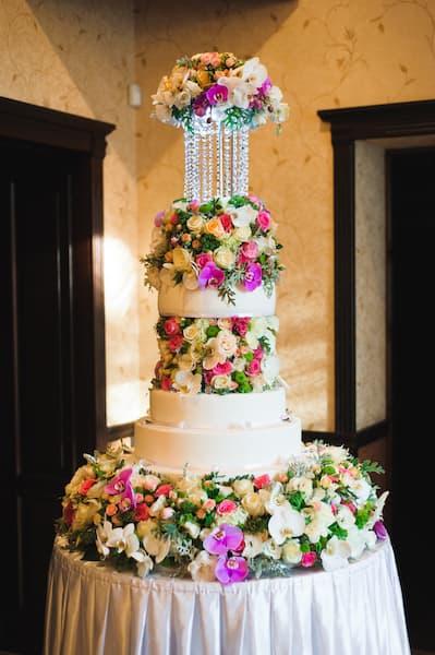 torty weselne wysokie kwiaty glamour