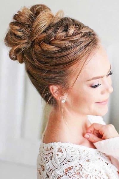 upięcia na wesele wysoki kok z warkocza