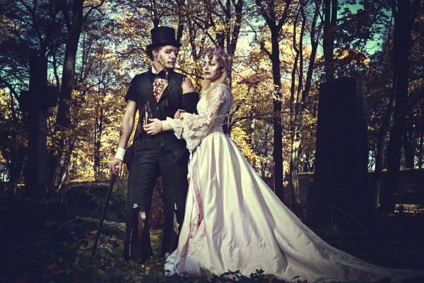 Pros And Cons Of A Halloween Wedding