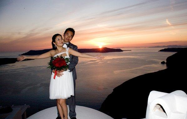 Marry your love in Santorini