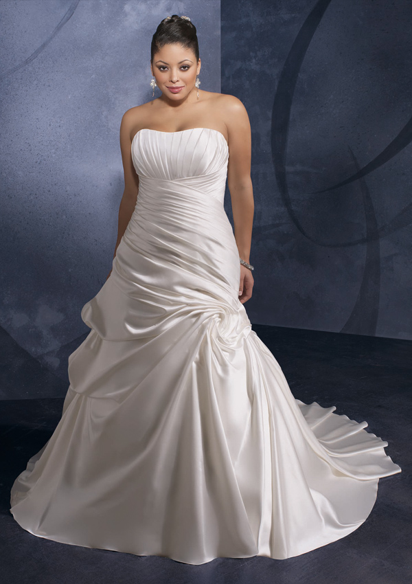 4fff07aea4e This is an amazing dress created by the designer and has the strapless  neckline. It has the asymmetrical draping that is attached to the vertical  draping ...