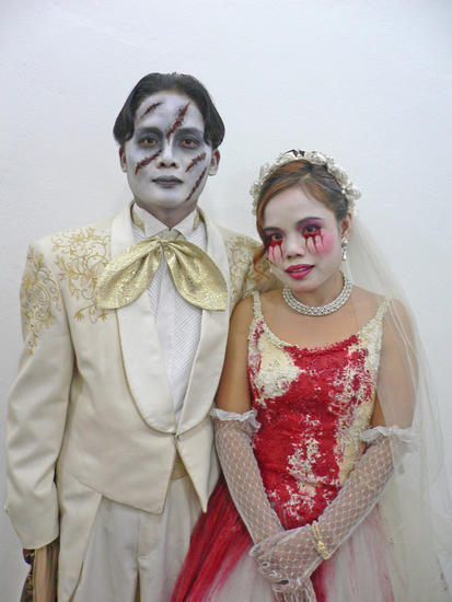 zombie styled wedding dress 1