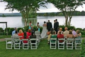 12-lakeside-wedding