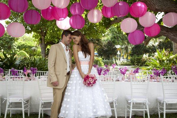 bride-and-groom-sandals-weddingmoons