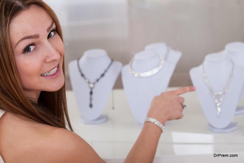 Buying-jewellery