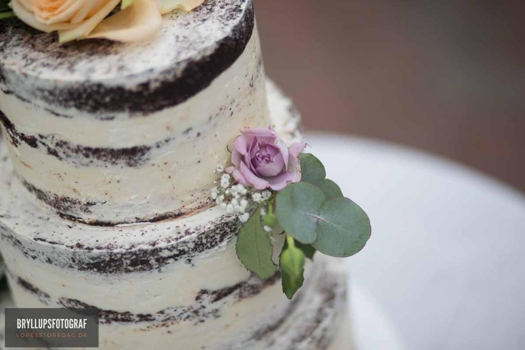 Choosing Halloween Wedding Cake Toppers