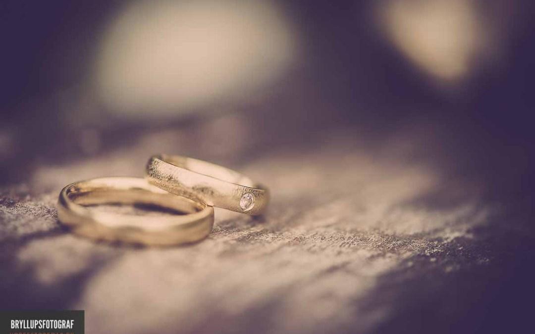 Diamond Alternative Rings
