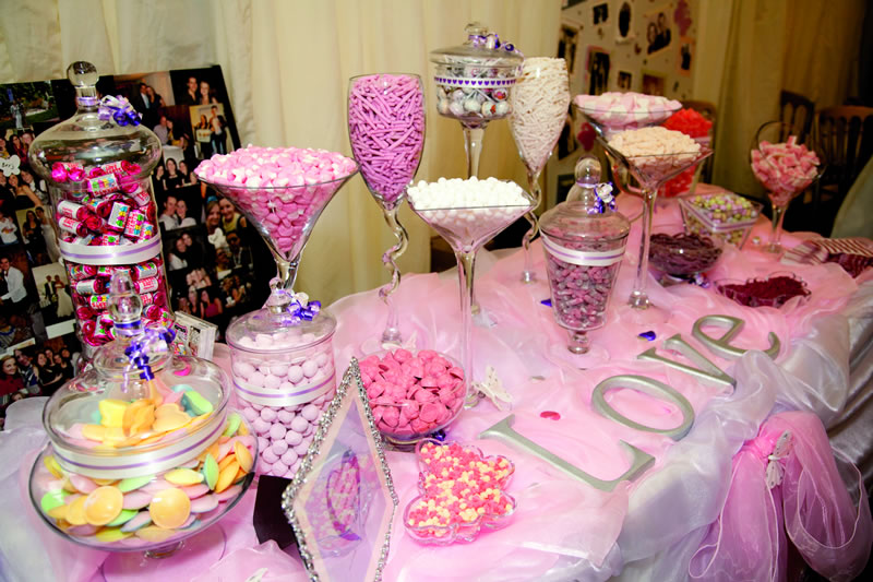 Get Nostalgic With Some Super Sweet Table Ideas For Your