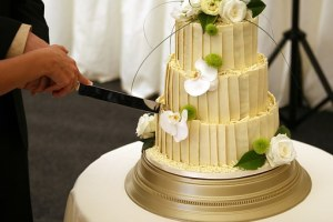 Ways To Save on The Wedding Cake