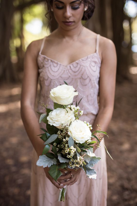 Bridesmaid with Simple but Pretty Bridesmaid Bouquet