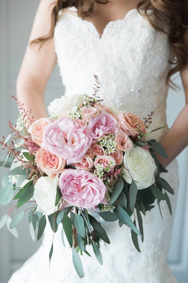 Beautiful Garden-Like Bridal Bouquet