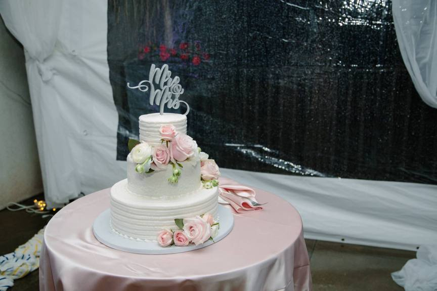 Cake with Fresh Roses by Cakes by Ron