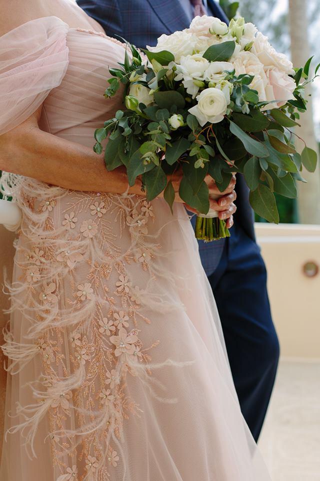 Beautiful luscious garden-like bridal bouquet