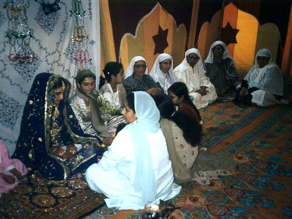 the plains single muslim girls By now 30% of all couples meet online and the count is increasing singleam has many active members of each age-frame over 4 million members – and about.