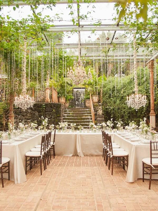 Decorating your destination wedding on a budget