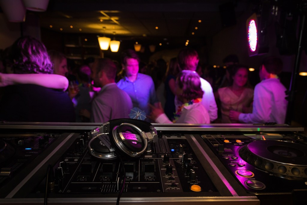 Mobile DJ For Your Wedding