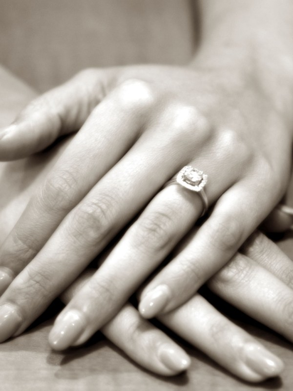 Choosing an engagement ring - WeddingsAbroad.com