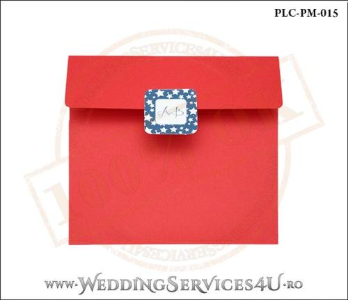 Plic Patrat pentru invitatie de Botez Colorat Personalizat realizat din carton rosu mat cu Monograma Aplicata. PLC-PM-015-1