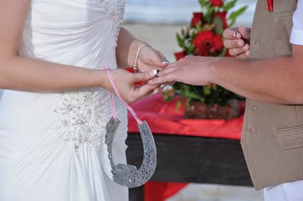 bride carrying a horseshoe