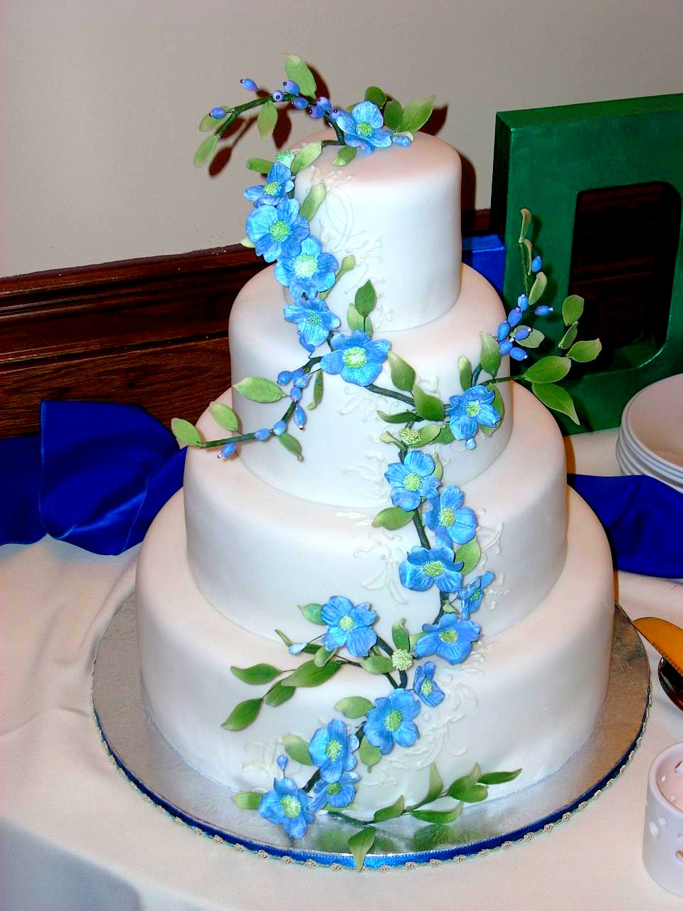 White fondant cake with blue gumpaste flowers weddings from the white fondant cake with blue gumpaste flowers izmirmasajfo