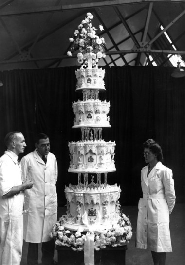 queen elizabeth and philip mountbatten's wedding cake
