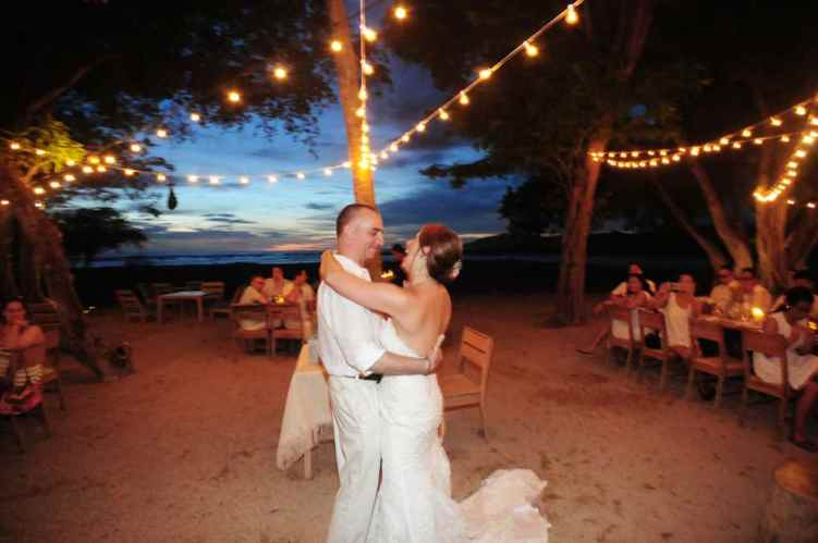 weddings-costa-rica-first-dance