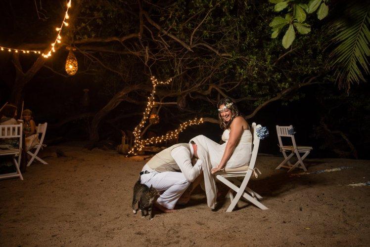 wedding-costa-rica-garter-toss