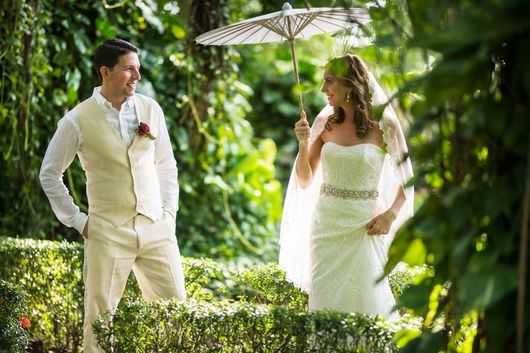 bride-groom-first-look-costa-rica-wedding
