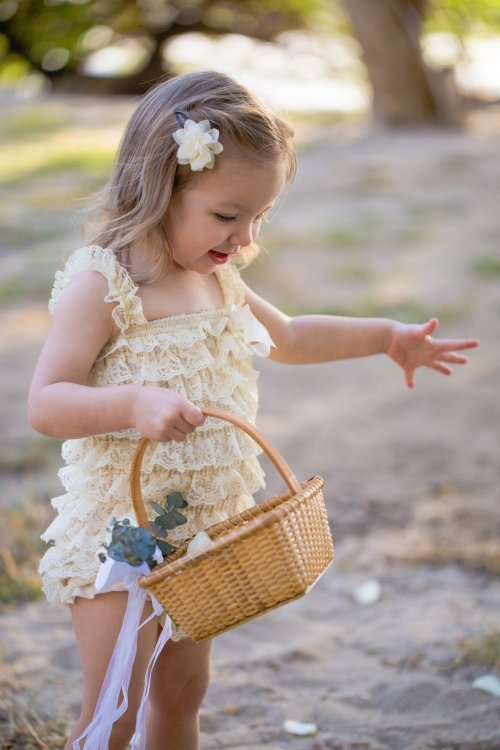 costa-rica-weddings-flower-girl