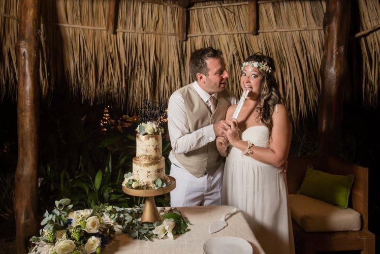 wedding-costa-rica-cake-cutting