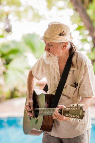 wedding-costa-rica-guitarist-jesse-bishop