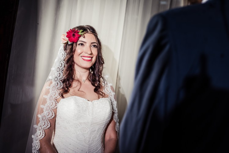 weddings-costa-rica-mantilla-veil
