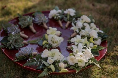 grooms-boutonniere-succulents
