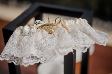lace-garter-beach-bride