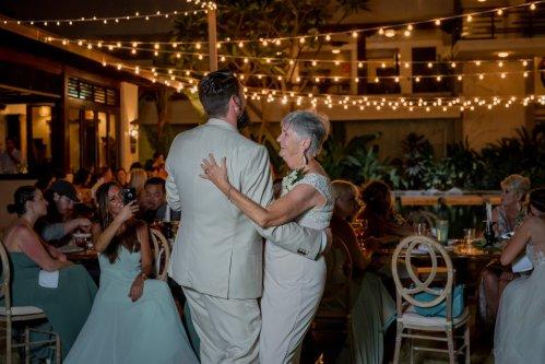 maxwell-weddings-mother-groom-dance