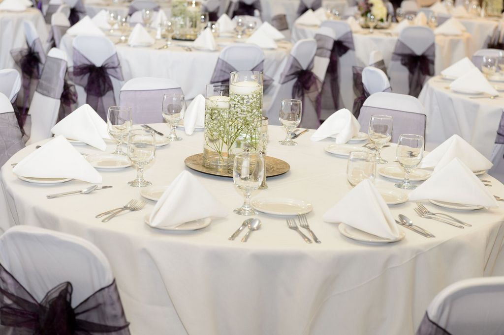 Wedding dinner at Lakeville Weddings