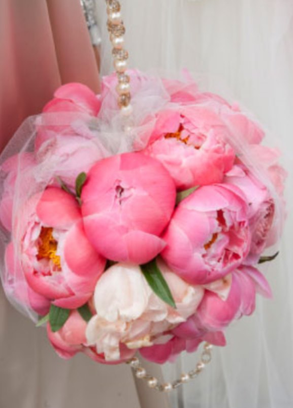 Pomander -kiising ball pink bridesmaids bouquet