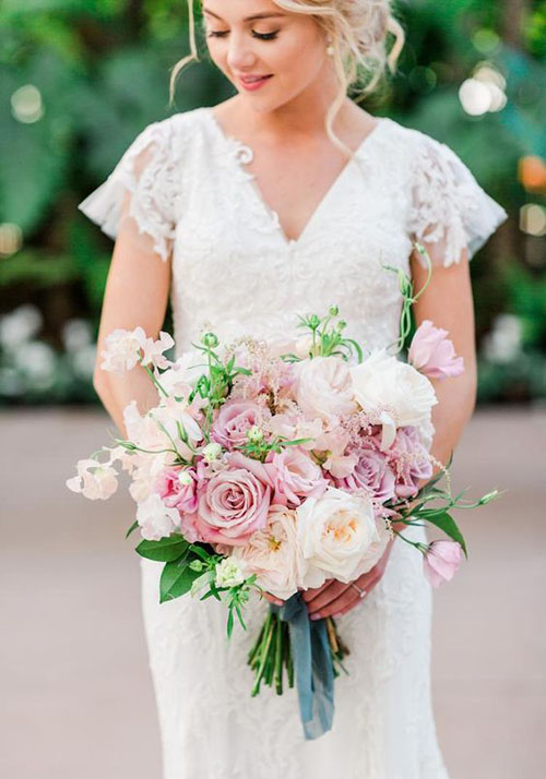 2020 Wedding Bouquet Trends_ Garden Style bouquet with blush pink greenery