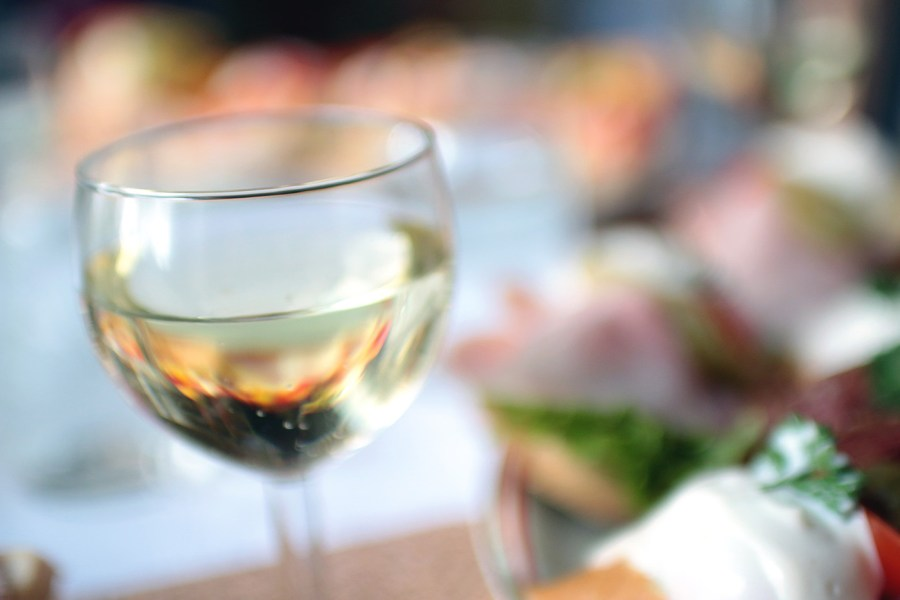 5_types_of_wineglasses_White_Wine