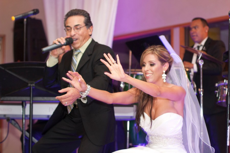 how_to_choose_a_master-of_ceremonies_mc_for_your_wedding2