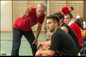 Der neue Trainer der 1. Herren der Weddinger Wiesel, Frank Mazer (links) in Aktion. Foto: Bianca Bürger