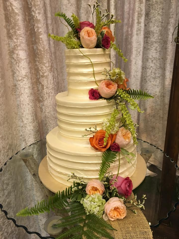 Sneak Peak of Today\'s Show. Come See Us! - Wedding Wonderland Cakes ...
