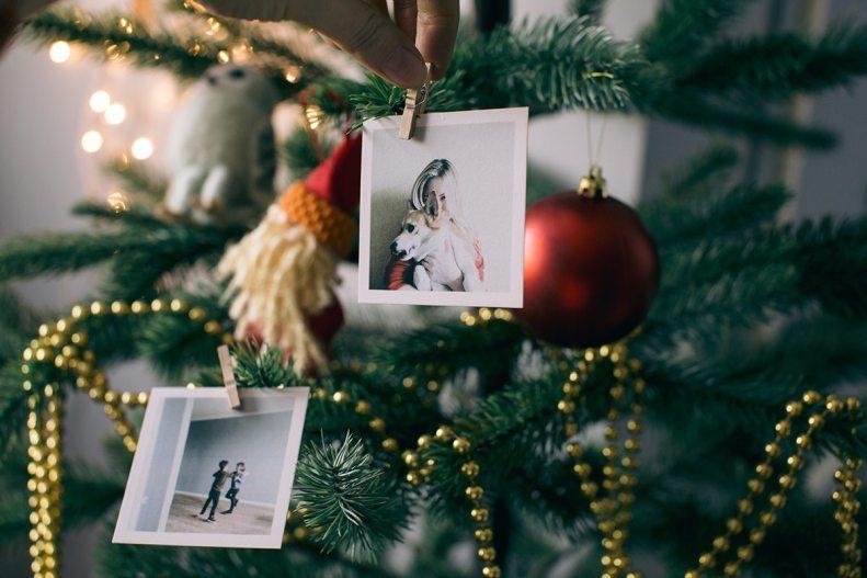 6 необычных новогодних идей применения свадебных фото