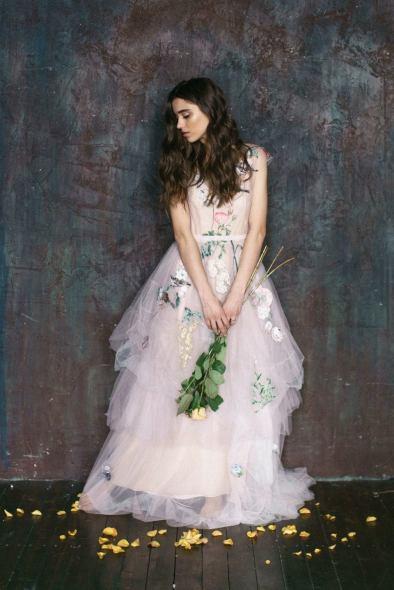 Bride in the dark lighting: стилизованная фотосессия