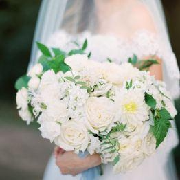 В голубых тонах: свадьба в садовой стилистике