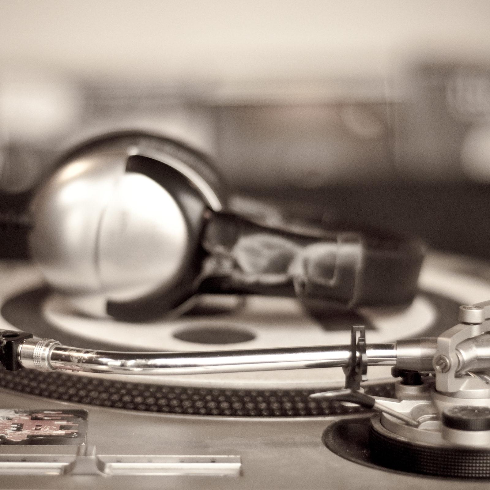 DJ-Mixer-Wallpaper-for-Desktop
