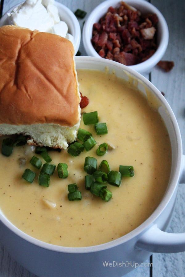 The best cheesy potato soup