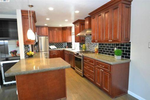 Tri-Level - New Kitchen